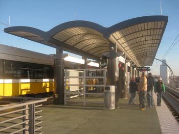 The Downtown Carrollton DART light rail station. Image by user Dark Serge, licensed by CC BY-SA 3.0.