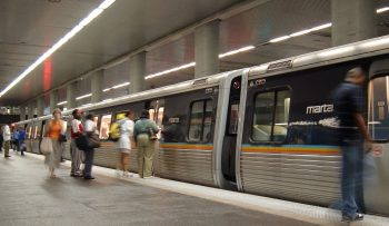 A MARTA train arriving at North Avenue Station. Image by user Scott Ehardt, licensed under the Public Domain.