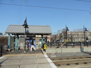 NJ TRANSIT 22nd Street Light Rail Station in Bayonne. Image by user Jim.henderson, licensed under CC BY-SA 3.0.