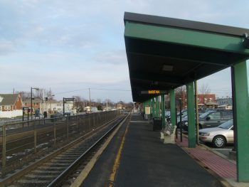 Raritan station (2010) by Mitch Azenia. Source: Wikimedia Commons License: CC BY-SA 3.0