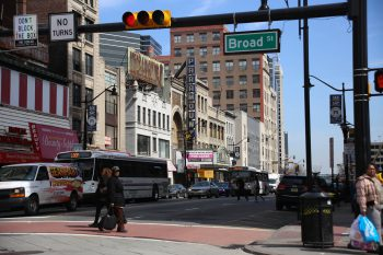 Market Street and Broad Street, Newark, NJ. Paul Sableman / CC BY (https://creativecommons.org/licenses/by/2.0)