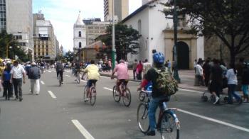 Ciclovía, Bogotá, Columbia (2010). Photo by Rojasyesid (CC BY-SA 4.0).