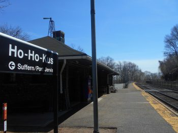 Ho-Ho-Kus Station (2014). Photo by Adam Moss (CC BY-SA 2.0).