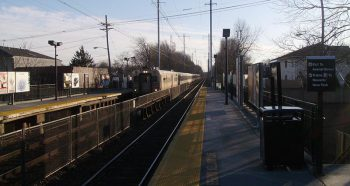 NJ Transit's Avenel train station facing towards the direction of Woodbridge Station. Photo by Mitchazenia / CC BY-SA 3.0